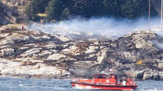 Rescuers work at a site where a helicopter has crashed, west of the Norwegian city of Bergen April 29, 2016.   NTB Scanpix/Bergens Tidende/via REUTERS ATTENTION EDITORS - THIS IMAGE WAS PROVIDED BY A THIRD PARTY. EDITORIAL USE ONLY. NORWAY OUT. NO COMMERCIAL OR EDITORIAL SALES IN NORWAY. NO COMMERCIAL SALES.       TPX IMAGES OF THE DAY