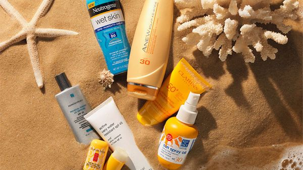 <strong>Do </strong>look for a sunscreen lotion with a broad-spectrum SPF 30. <br><br> <strong>Don't</strong> skimp. You need