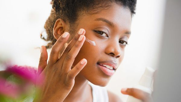 <strong>Do </strong>apply moisturizer when you're still damp from the bath or shower to trap water on the skin. <br><br> <str