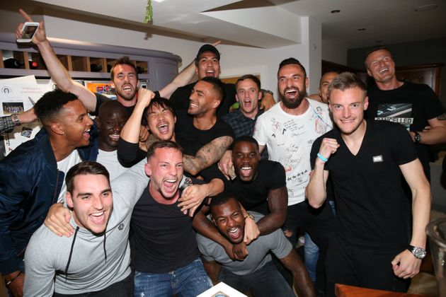 Leicester City players gather at Jamie Vardy's