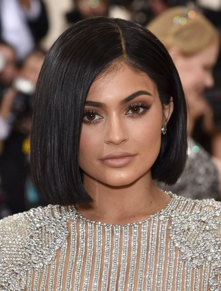 Kylie Jenner Debuts New Bob Hairstyle At The Met Gala Huffpost Life