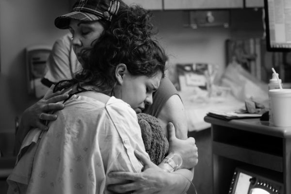 43 Raw Photos Of Moms Helping Their Daughters Give Birth ...