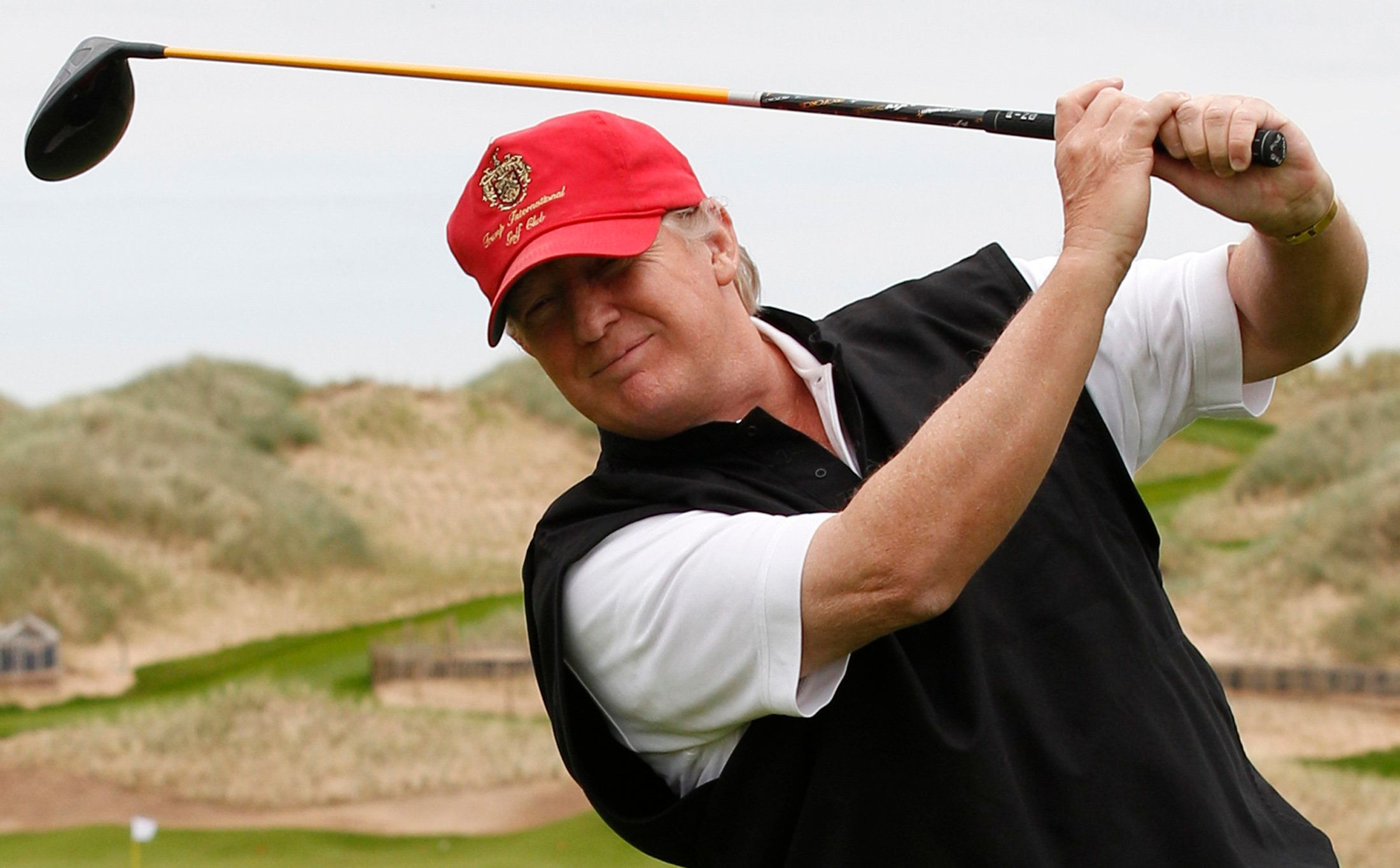 Donald Trump Tends To Cheat During Golf, Oscar De La Hoya