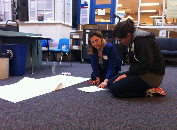 Alicia Nicas (right), a Seattle Teacher Residency graduate student, prepares a lesson with the help of a University of Washin