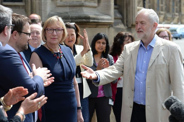 Jeremy Corbyn welcoming new MPs Gill Furness and Chris Elmore to the