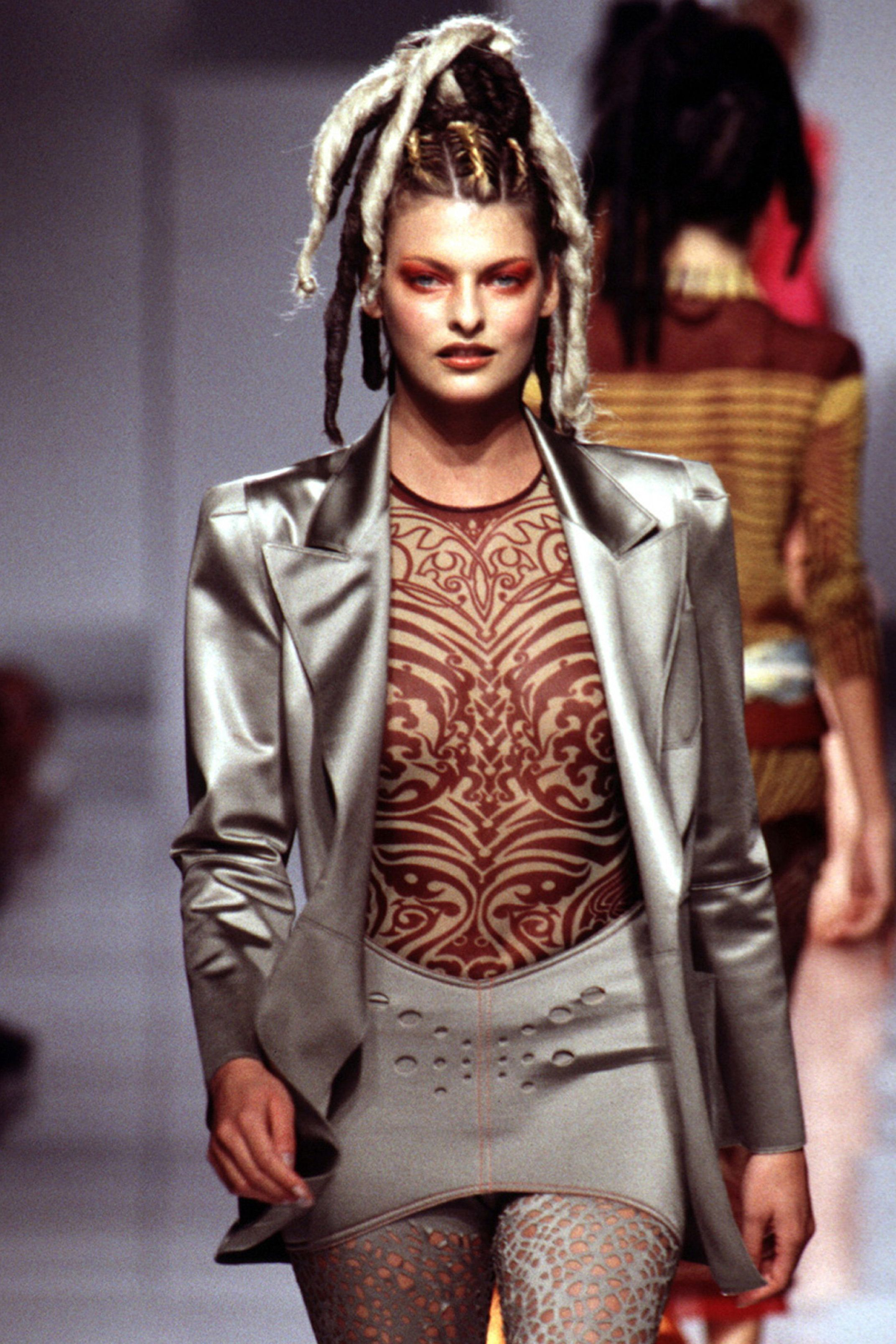 PARIS, FRANCE - OCTOBER: Linda Evangelista walks the runway during the Jean Paul Gaultier Ready to Wear show as part of Paris Fashion Week Spring/Summer 1995-1996 in October, 1995 in Paris, France. (Photo by Victor VIRGILE/Gamma-Rapho via Getty Images)