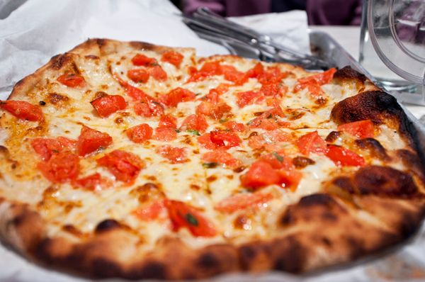 """<a href=""""http://www.huffingtonpost.com/thrillist/the-16-best-pizza-shops-i_b_8257244.html"""">Frank Pepe Pizzeria</a>, New Haven"""