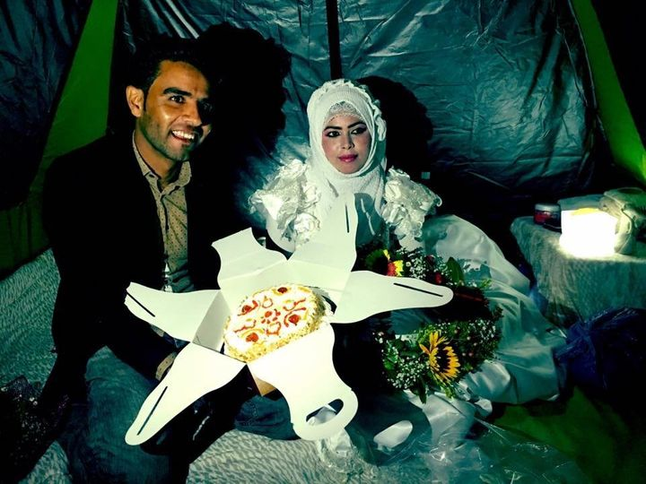 Volunteers helped organize a makeshift wedding for a Syrian refugee couple at the Idomeni refugee camp.