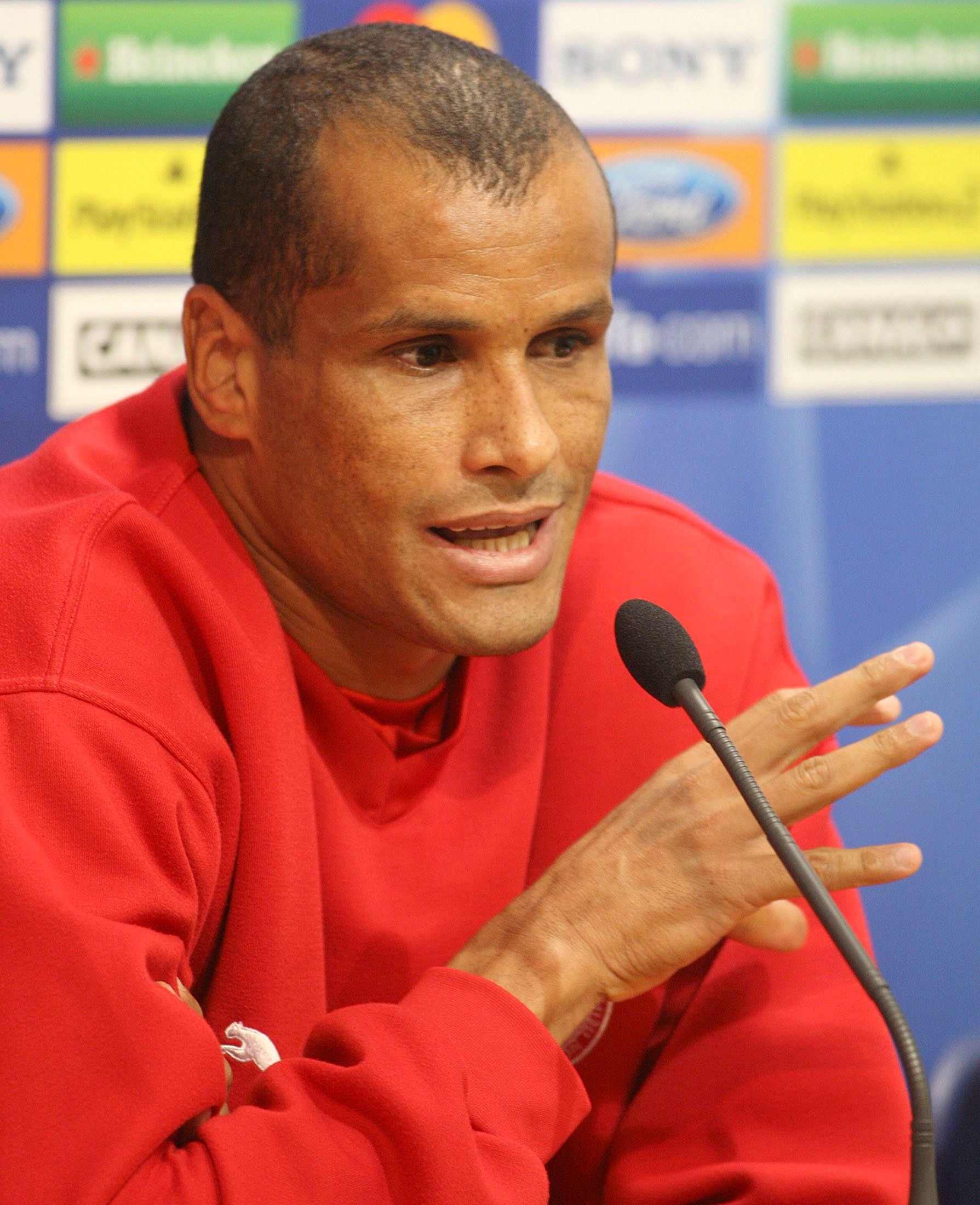 Olympiacos Rivaldo from Brazil attends a news conference in Valencia November 21, 2006. Olympiacos will face Valencia in their Champions League Group D soccer match on Wednesday.  REUTERS/Heino Kalis (SPAIN)
