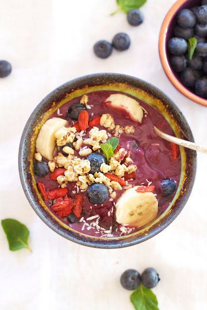 "<strong>Get the <a href=""http://www.epicureanmom.com/2012/01/acai-bowl-superfruitantioxidant-power.html"" target=""_blank"">Frui"