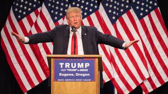 US Republican presidential candidate Donald Trump addresses the audience in Eugene, Oregon on May 6, 2016.  / AFP / Rob Kerr        (Photo credit should read ROB KERR/AFP/Getty Images)
