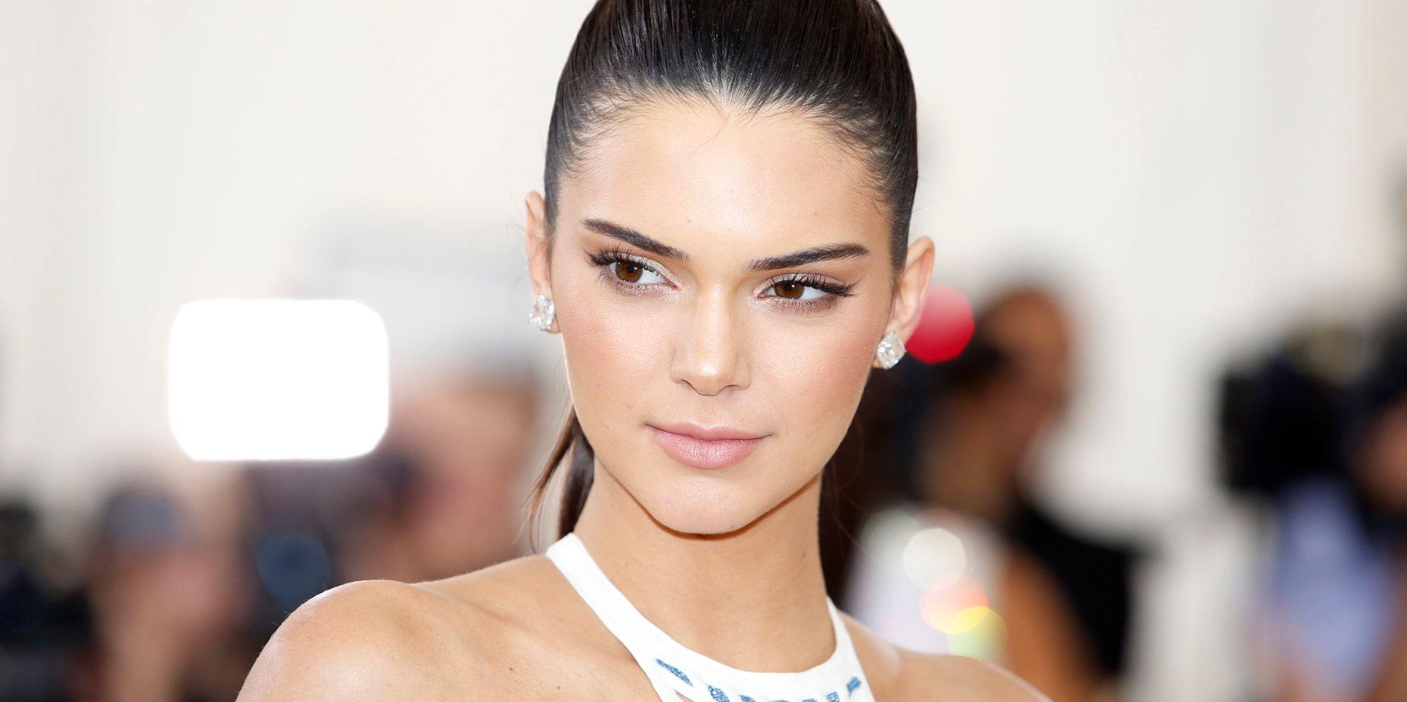 Kendall Jenner harus bersaksi di persidangan melawan penguntitnya.