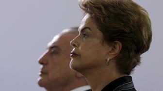 Brazil's President Dilma Rousseff (R) and Vice President Michel Temer listens to Brazil's national anthem before an annual lunch with general officers in Brasilia, Brazil, December 16, 2015.  REUTERS/Ueslei Marcelino