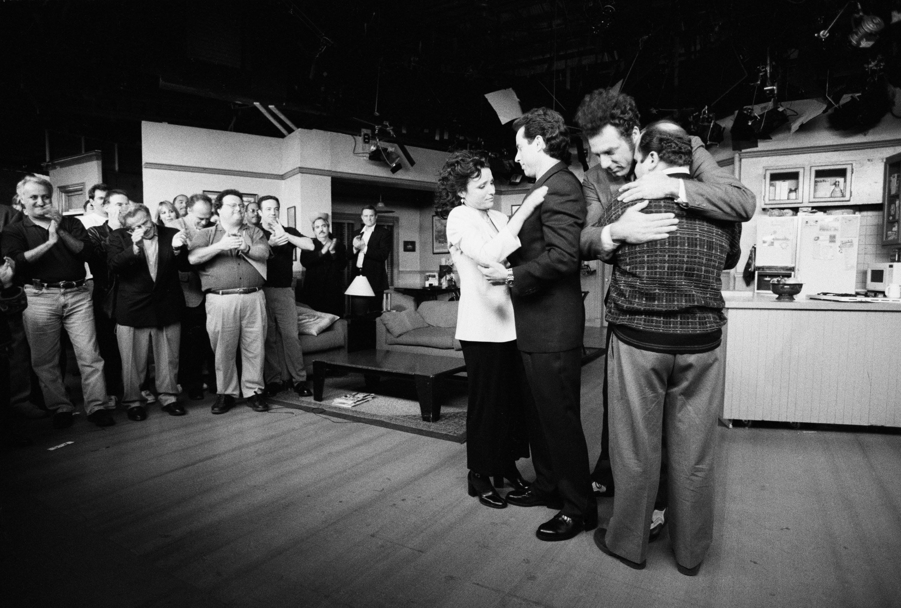 LOS ANGELES, CA - APRIL 3: (NO U.S. TABLOID SALES) Julia Louis-Dreyfus, Jerry Seinfeld, Michael Richards and Jason Alexander embrace on the set of the show 'Seinfeld' during the last days of shooting, April 3, 1998 in Los Angeles, California.  (Photo by David Hume Kennerly/Getty Images)