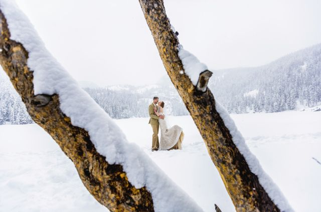 "The couple pose for a portrait in&nbsp;<a href=""http://www.huffingtonpost.com/rich-grant/rocky-mountain-turns-100_b_8287682.html"" target=""_blank"">Rocky Mountain National Park</a>, where they tied the knot."