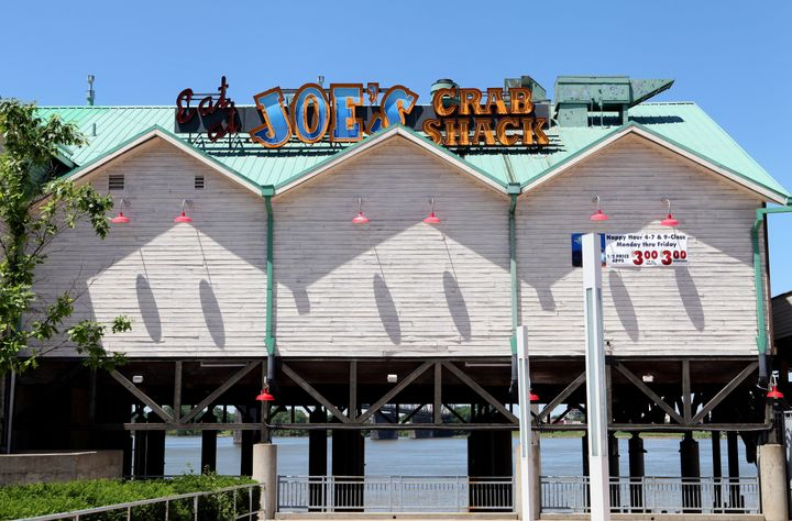 Four Joe's Crab Shack locations will keep the no-tipping policy in place as a continued experiment.
