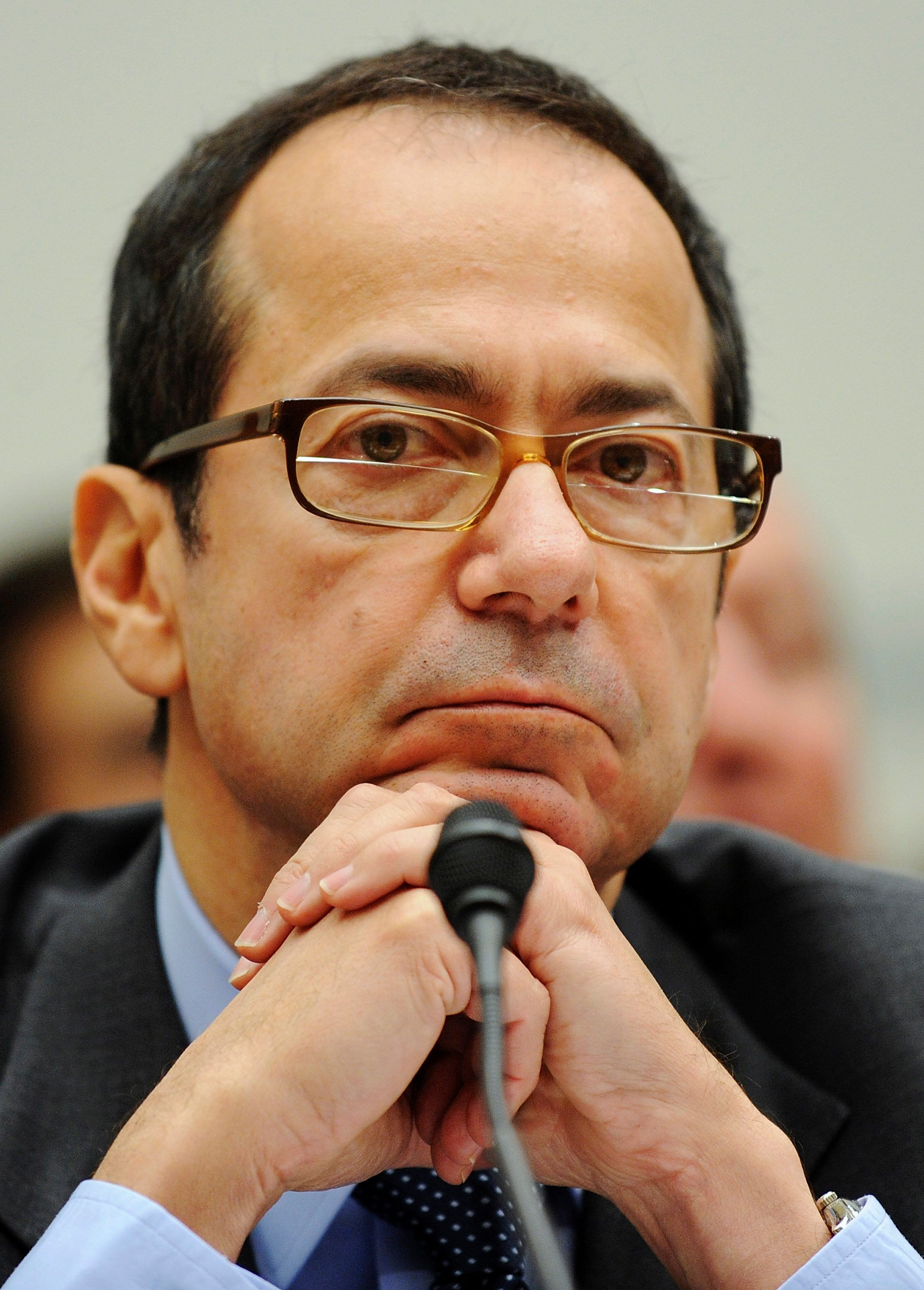 Hedge fund director John Alfred Paulson, president of Paulson & Co Inc, testifies before a US House Oversight and Government Reform Committee hearing on the regulation of hedge funds, on Capitol Hill in Washington, November 13, 2008.  REUTERS/Jonathan Ernst   (UNITED STATES)