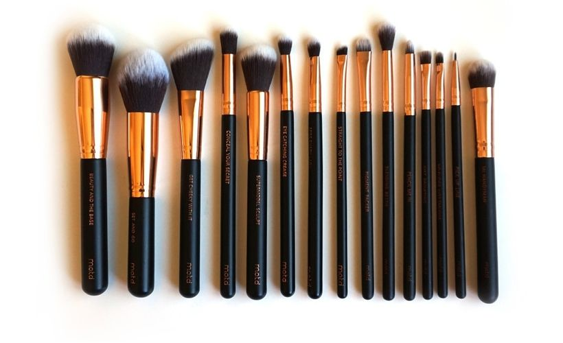 MOTD lux vegan makeup brush set consists of 15 piece cruelty free makeup brushes, and comes with an eco-friendly ca