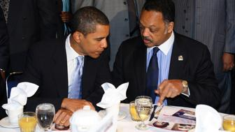U.S. Senator Barack Obama (D-IL) (L) talks to Rev. Jesse Jackson Sr. during the Annual Reverend Dr. Martin Luther King Jr. Scholarship Breakfast in Chicago January 15, 2007.  REUTERS/John Gress (UNITED STATES)