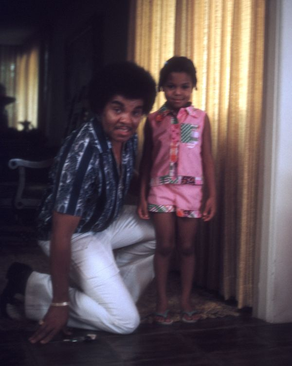 Posingfor a portrait with her father, Joe Jackson, in Los Angeles.