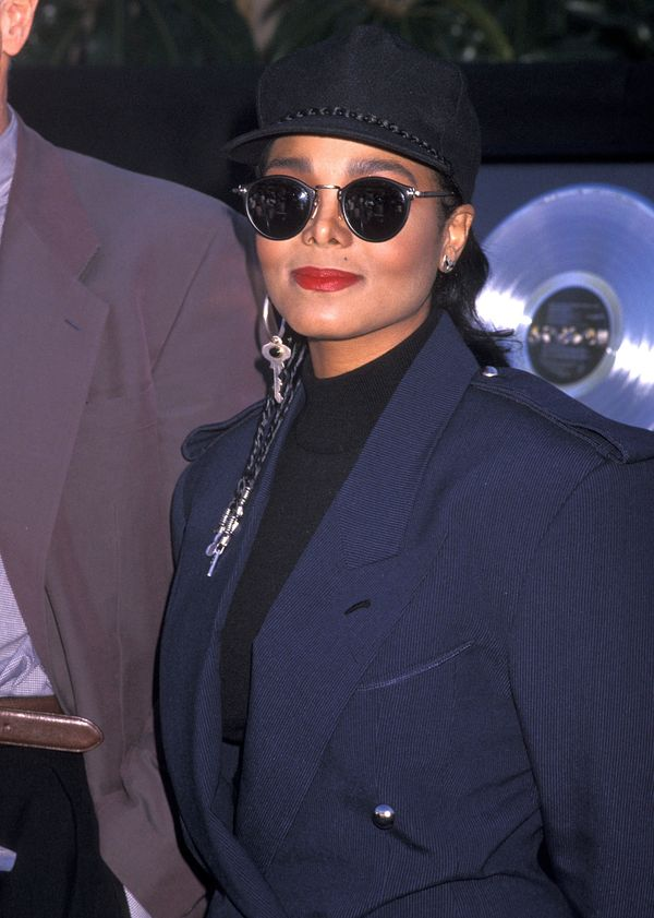 """At the presentation of platinum records for her album """"Janet Jackson's Rhythm Nation 1814"""" and two singles """"Miss You Much"""" an"""