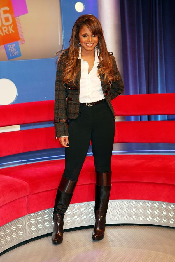 """Posingfor a photo during BET's """"106 & Park"""" in New York City."""