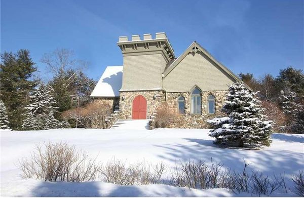 """This Little Stone Church is located less than a mile away from Maine's Belfast Bay. It first <a href=""""http://archive.bangorda"""