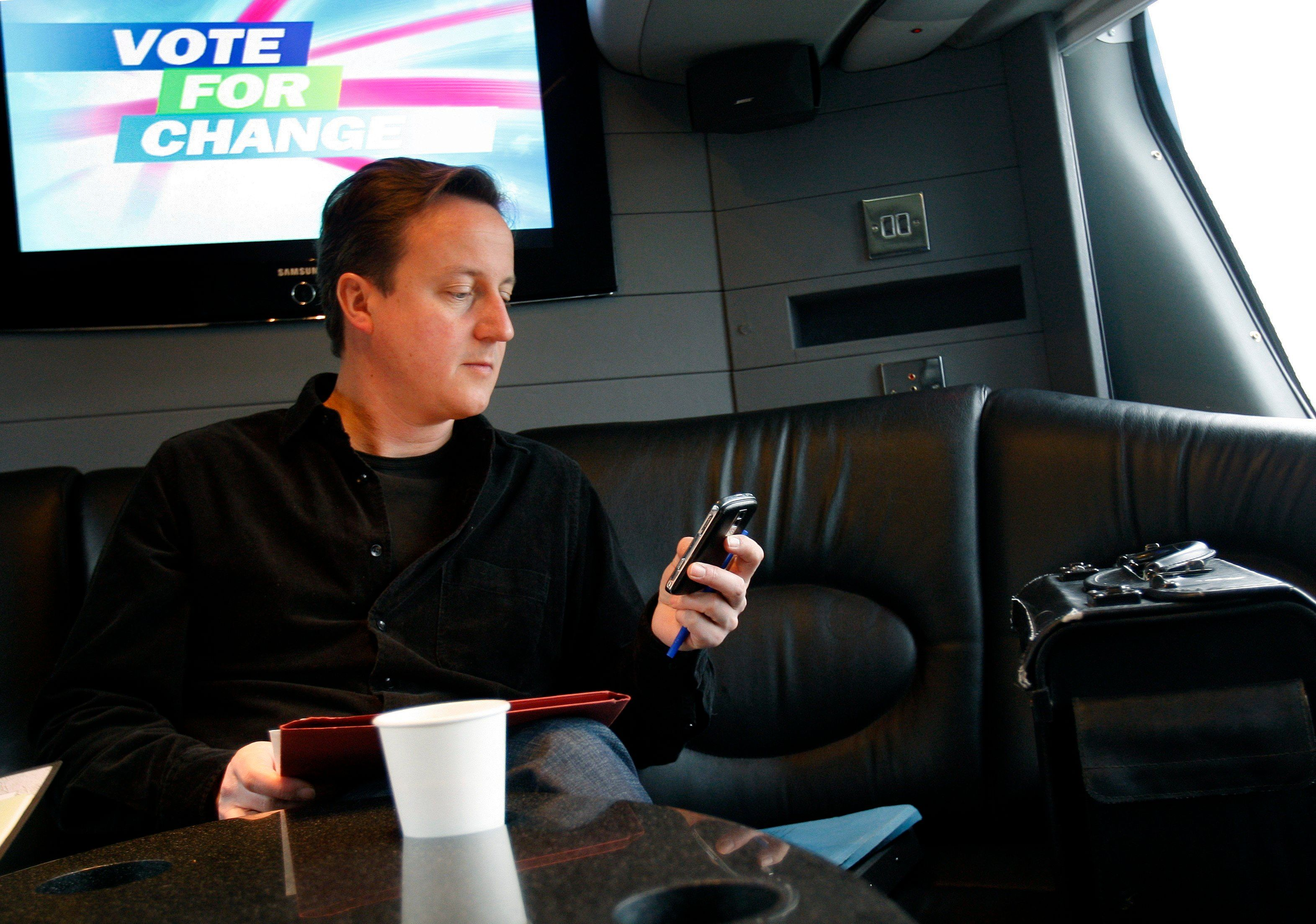 David Cameron Ups Voter Registration Drive For EU Referendum By Turning To