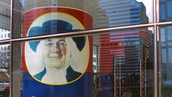 382816 01: A large box of Quaker Oats is displayed in a first-floor lobby window December 4, 2000 at Quaker''s headquarters in Chicago. PepsiCo Inc. has struck a deal to buy the Chicago-based Quaker Oats Co., including its prized Gatorade sports drink, for $13.4 billion in stock, ending more than a month of speculation over who might acquire Quaker. (Photo by Tim Boyle/Newsmakers