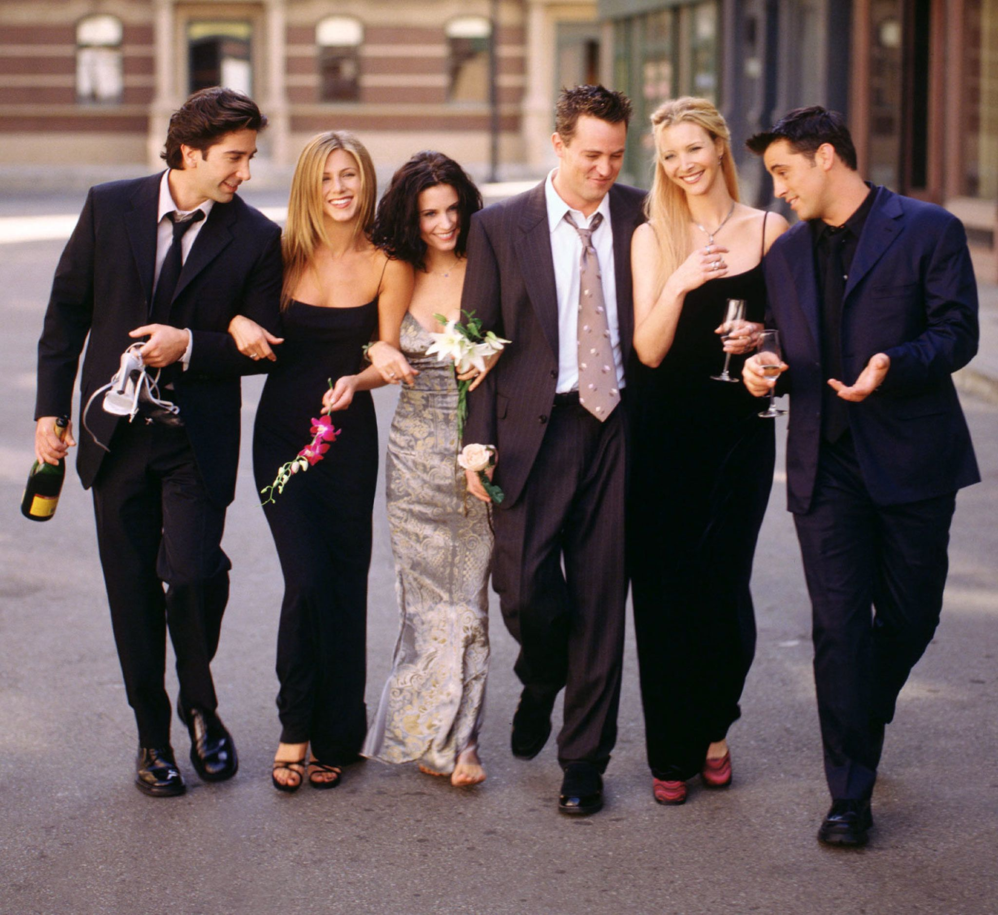 "The cast of NBC's ""Friends"" signed a two-year contract renewal May 14, just a day before the network is to unveil its fall lineup, Warner Bros. Television and NBC announced. This undated publicity picture shows (L-R) David Schwimmer, Jennifer Aniston, Courteney Cox, Matthew Perry, Lisa Kudrow and Matt LeBlanc. ssf/HO/Photo by Warner Bros.  SF/HB"