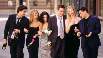 """The cast of NBC's """"Friends"""" signed a two-year contract renewal May 14, just a day before the network is to unveil its fall lineup, Warner Bros. Television and NBC announced. This undated publicity picture shows (L-R) David Schwimmer, Jennifer Aniston, Courteney Cox, Matthew Perry, Lisa Kudrow and Matt LeBlanc. ssf/HO/Photo by Warner Bros.  SF/HB"""