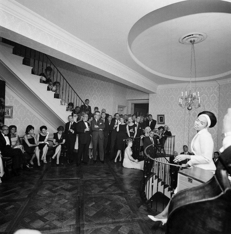 Diahann Carroll (far right), performs during an evening reception at the residence of Arthur B. Krim and Dr. Mathilde Krim in