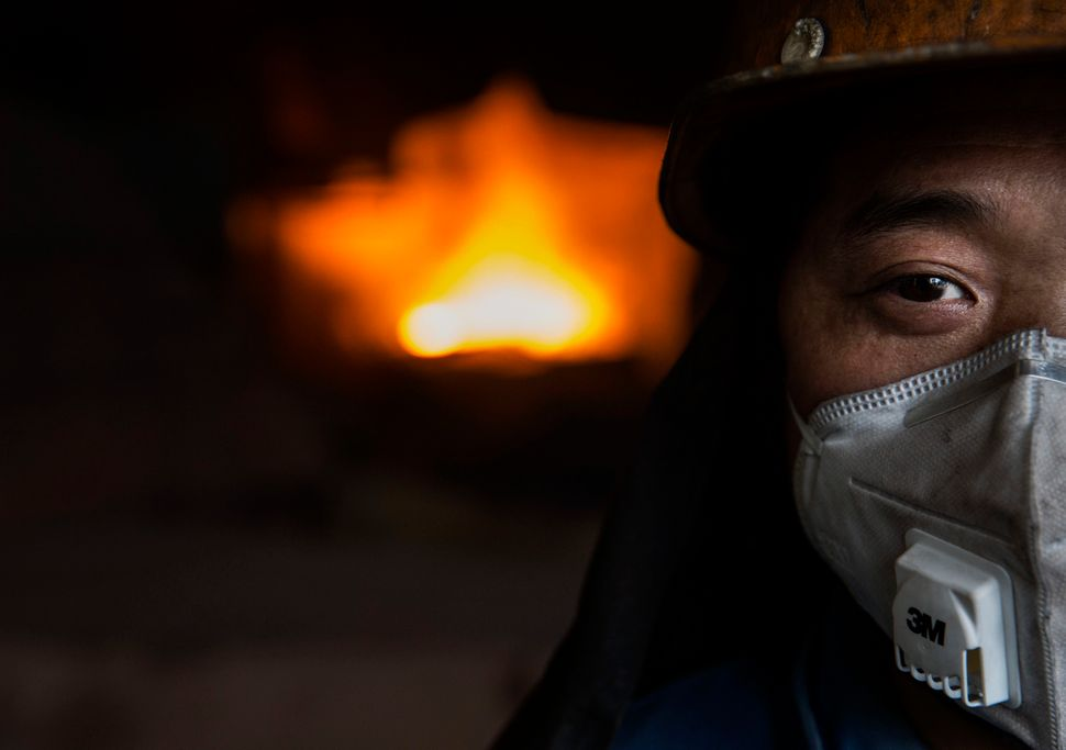 China'ssteel manufacturing market, which dominates globally, is currently in flux. Worldwidedemand for steel has