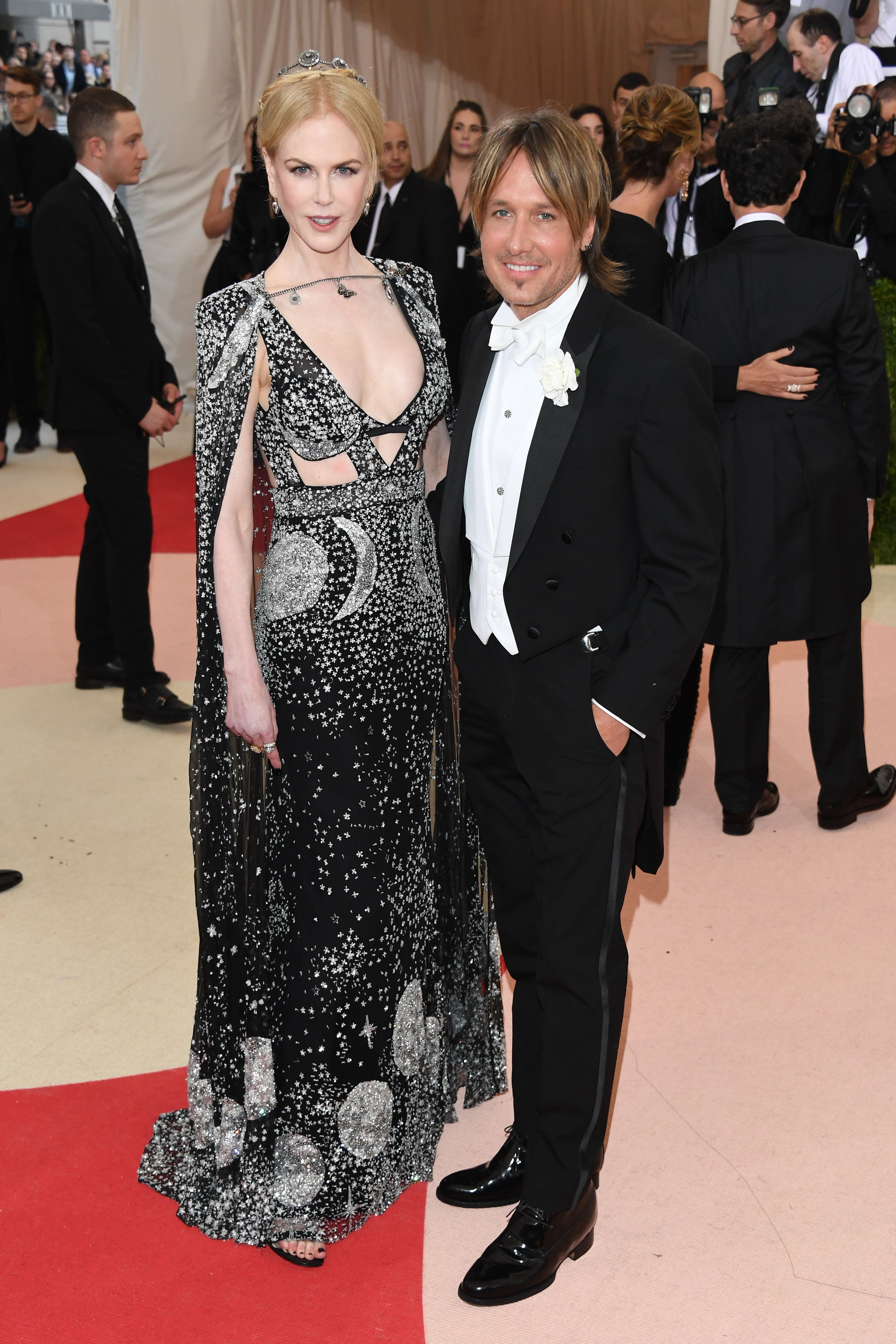 NEW YORK, NY - MAY 02:  Nicole Kidman and Keith Urban attend the 'Manus x Machina: Fashion In An Age Of Technology' Costume Institute Gala at the Metropolitan Museum on May 02, 2016 in New York, New York.  (Photo by Venturelli/FilmMagic)