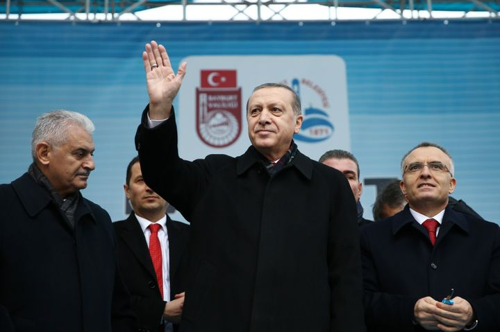 Transport Minister Binali Yildirim (L) is set to become Turkey's new prime minister,cementing President Tayyip Erdogan'