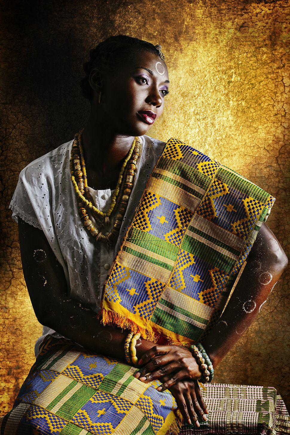Sandrine est ivoirienne et sénégalaise.  Elle habite à Abidjan.