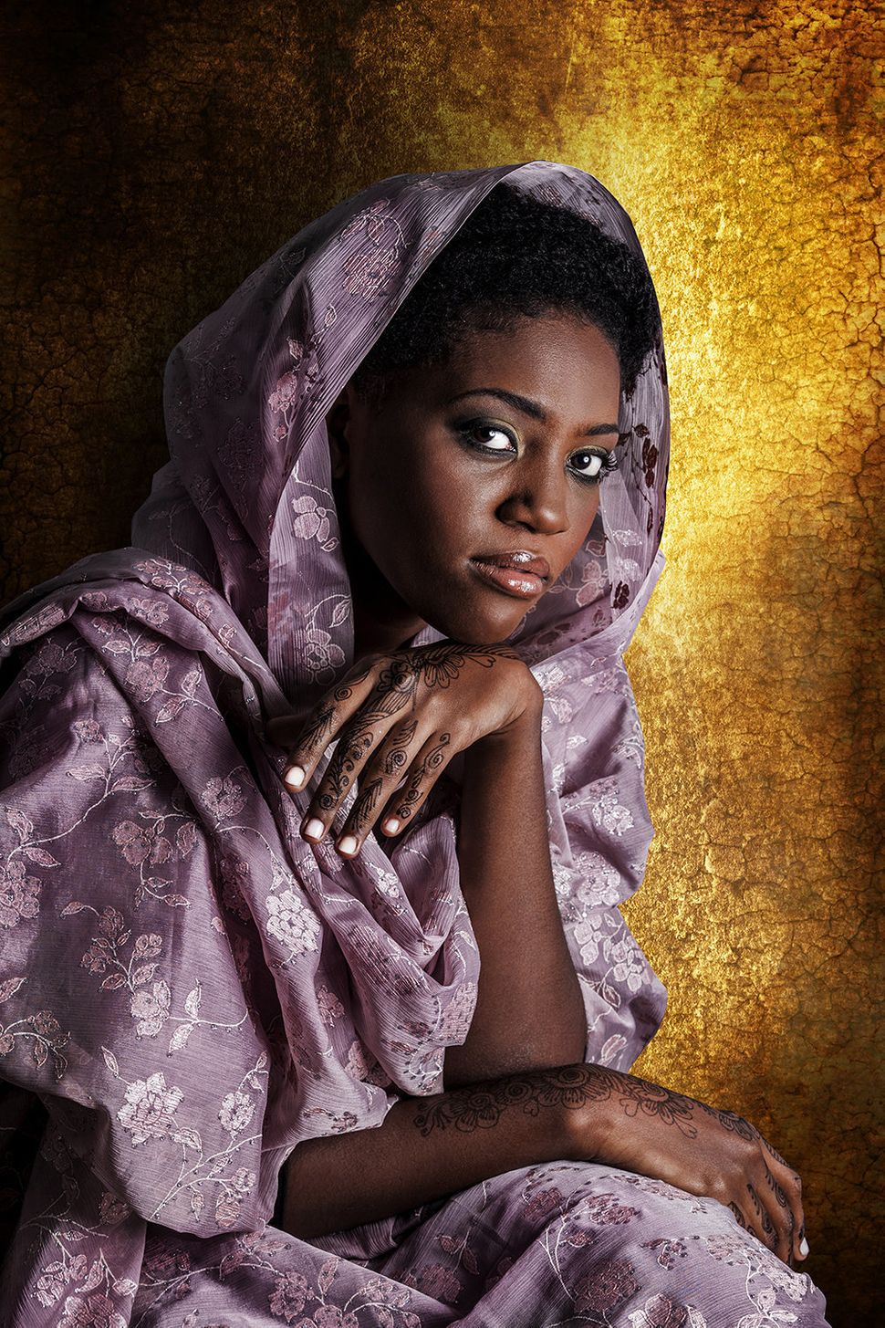 Faouzia is Ivorian. Her father is from the Bambara tribe. Her mother is Sudanese from North Sudan.