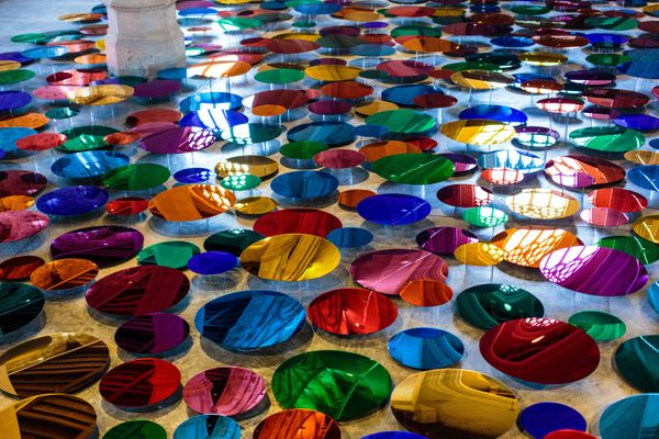 The installation is made up of 700 colored mirrors.