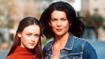 370100 09: Alexis Bledel and Lauren Graham star in Warner Bros. TV series 'The Gilmore Girls.' (Photo by Warner Bros./Delivered by Online USA)