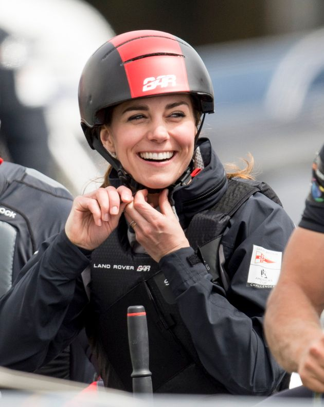 Duchess Kate, Like Us, Has Trouble Putting On