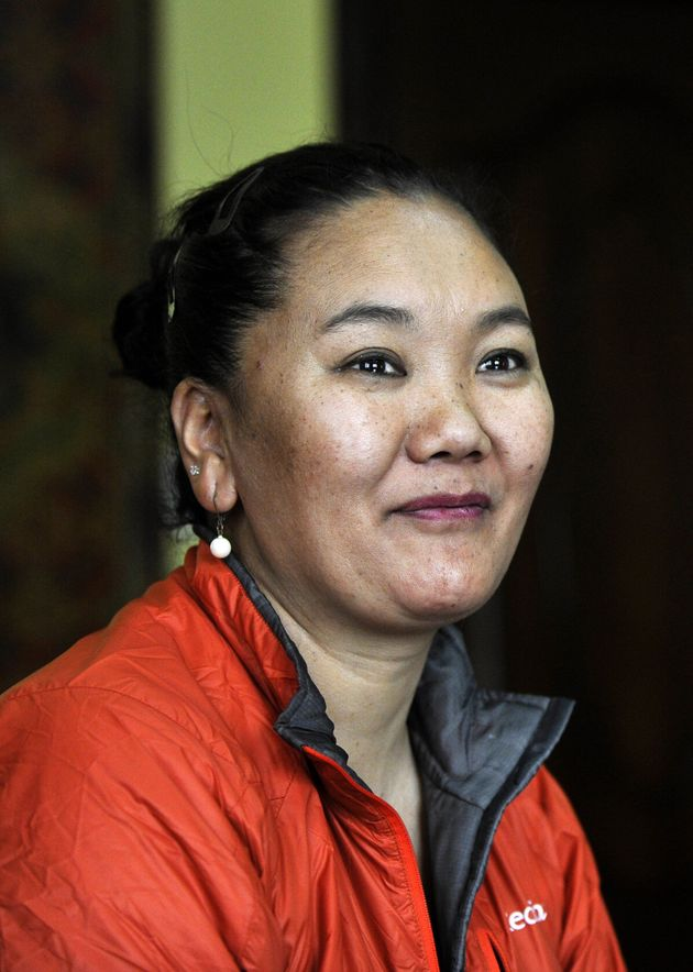 7-Eleven Worker Becomes First Woman To Climb Everest 7