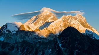 GOKYO, SOLO KHUMBU, NEPAL - 2015/11/29: The mountain Mt. Everest (8848m) with a white cloud on top, seen from Gokyo Ri (5360m) at sunset. (Photo by Frank Bienewald/LightRocket via Getty Images)