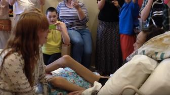 Florence Welch, of Florence   The Machine, surprised a Texas teen for a private acoustic set in her hospice room after the fan was unable to attend her show.