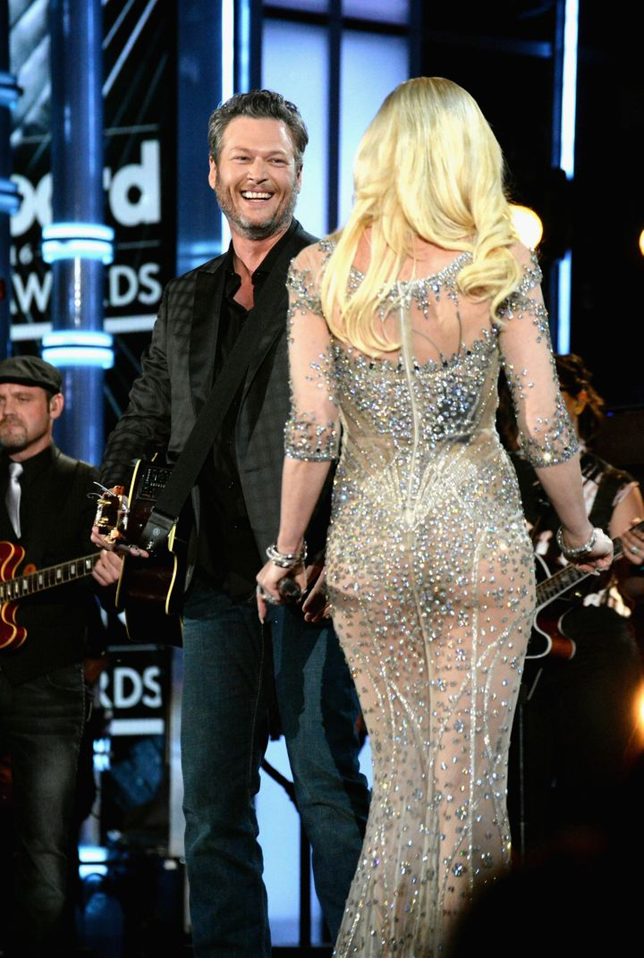 Singers Blake Shelton (L) and Gwen Stefani perform onstage during the 2016 Billboard Music Awards at T-Mobile Arena on May 22