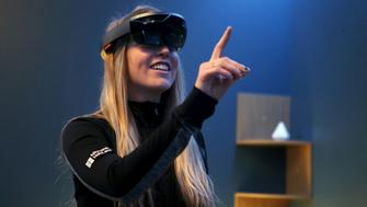 A Microsoft employee demonstrates HoloLens during the Microsoft Build 2016 Developers Conference in San Francisco, California March 30, 2016. REUTERS/Beck Diefenbach