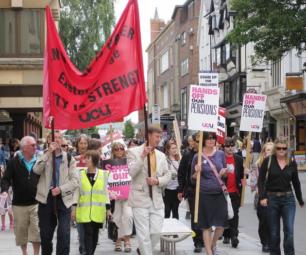 Members of UCU protest in Exeter, Devon during a mass walkout in 2010 (file