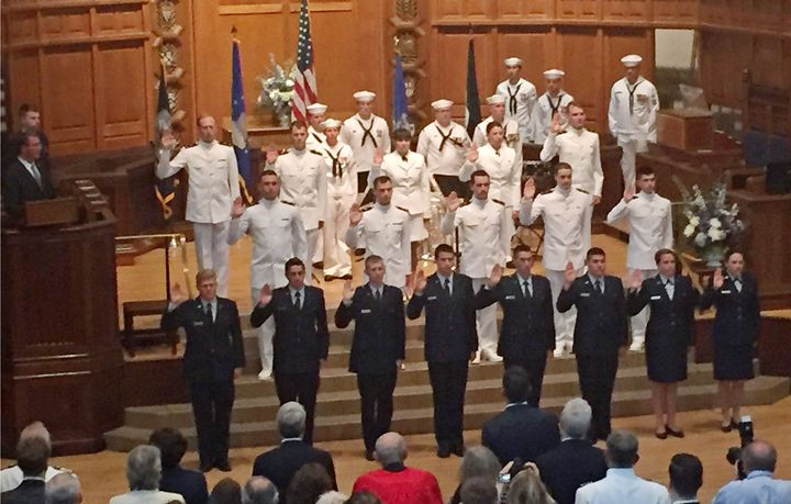 US Defense Secretary Ash Carter (L) administers the officer oath to Yale ROTC students at Yale University, New Haven, Connect