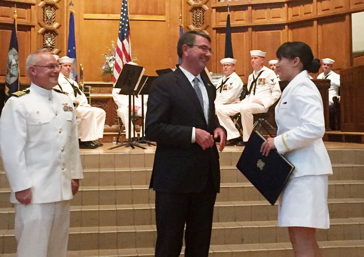 US Defense Secretary Ash Carter (C) speaks with Gabrielle Fong, shortly after her commissioning as a naval officer at Yale Un