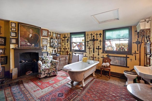 Malplaquet house 3m secret mansion on sale in east for Bathroom builders east london