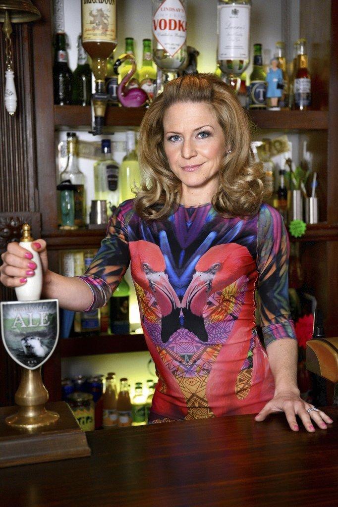 Kellie Bright as Linda Carter in